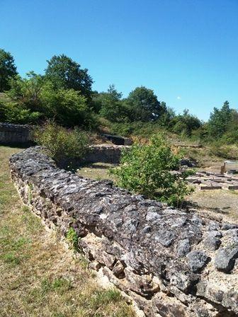 Vieux-Poitiers : ruines gallo-romaines et ancien théâtre.