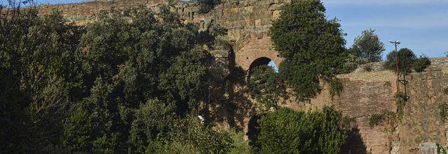 Promenade près des  Aqueducs romains