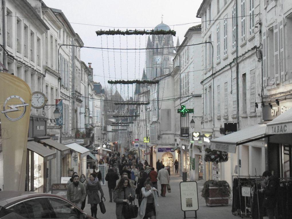 """Le carrefour le plus important de notre cité, sans langue de bois, c'est le lieu de tous les croisements. Mais tous les chemins mènent bien sur toute la cité.....       Vive les fêtes de fin d'année et nos marchés de Noël, via notre Noël blanc, mais on ne peut oublier...... """" Ich bin ein Berliner » (« Je suis un Berlinois ») (JF.Kennedy et nous aujourd'hui)"""