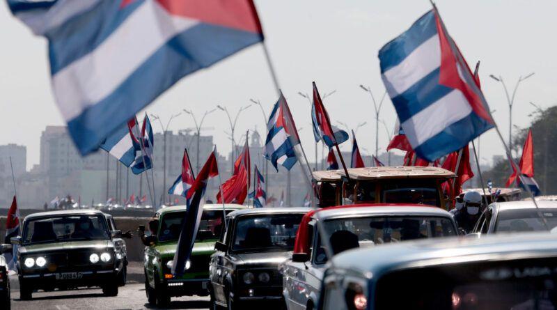 Ponts d'amour à Cuba : la caravane contre le blocus
