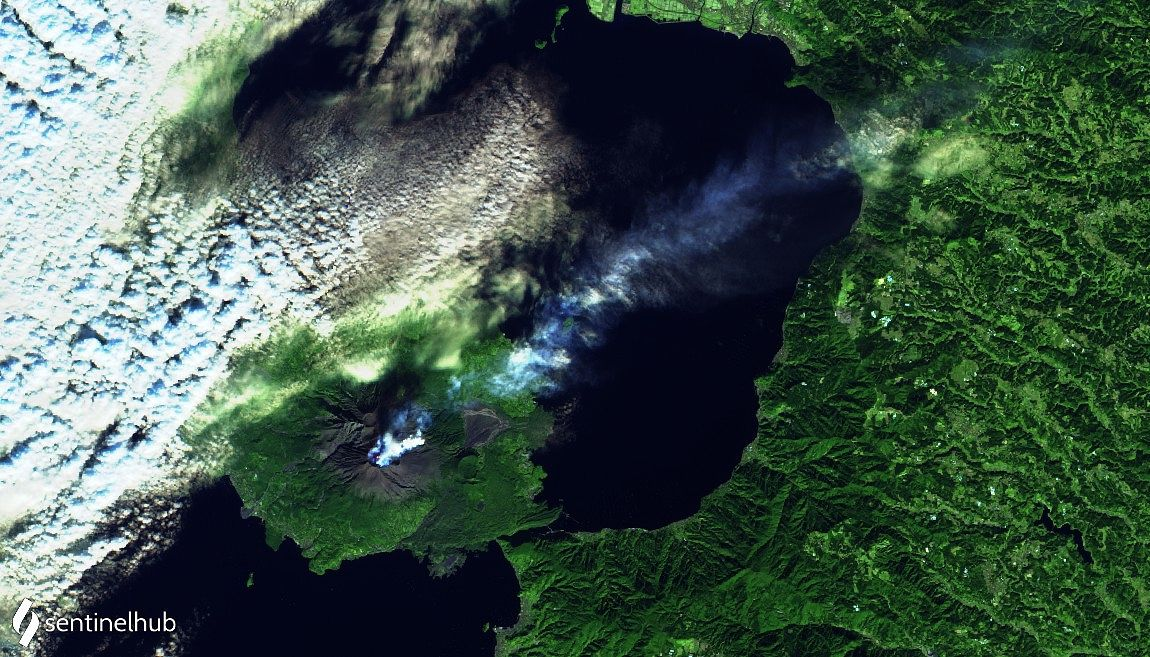 Sakurajima - image Sentinel-2 L1C bands 12,11,4 from 02.12.2020 - One click to enlarge