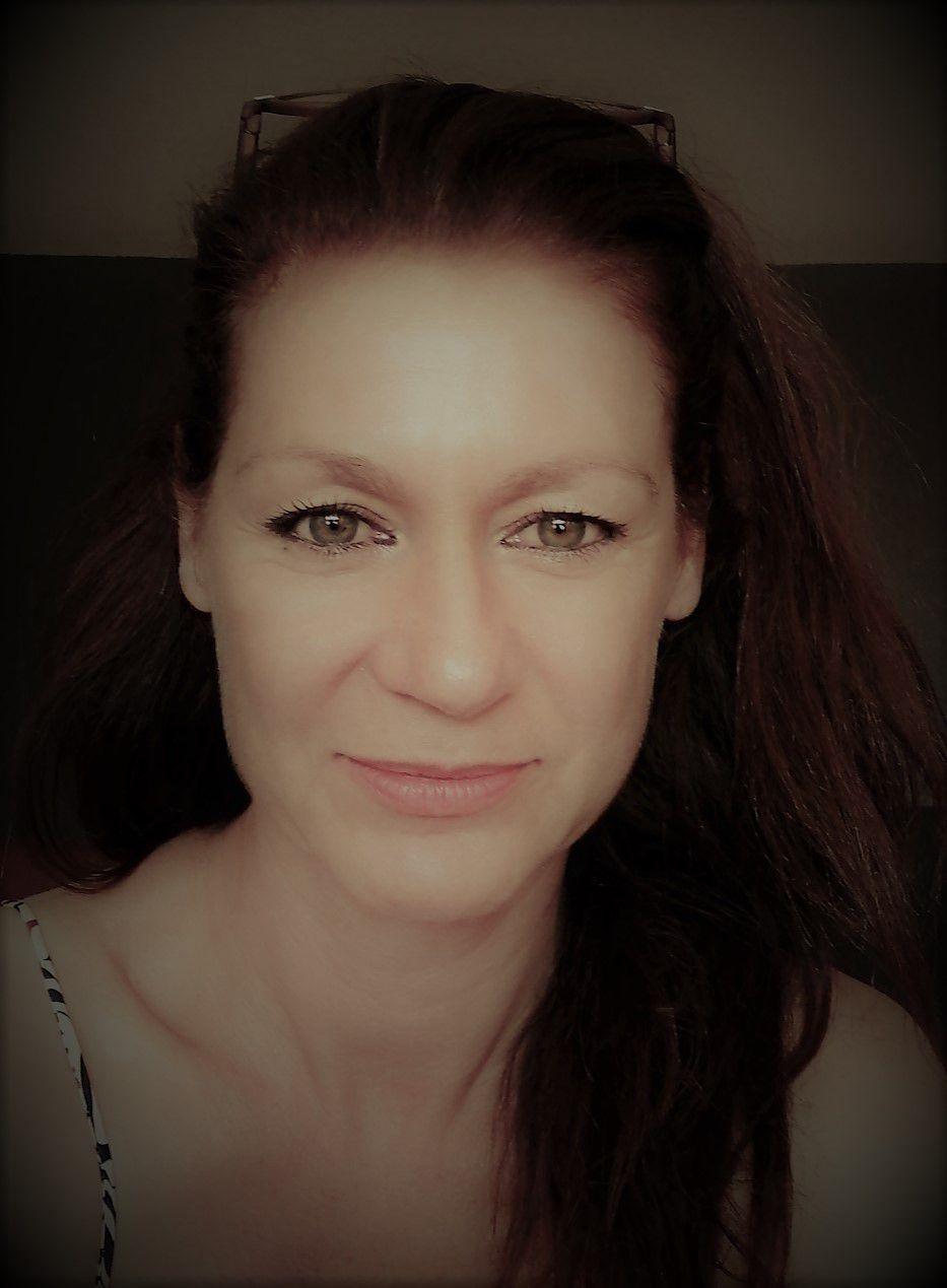 """Chantal Schmitt, """"La veuve blanche""""  premier volume d'une série de Cahiers verts. L'interview de Stéphan Sanchez"""