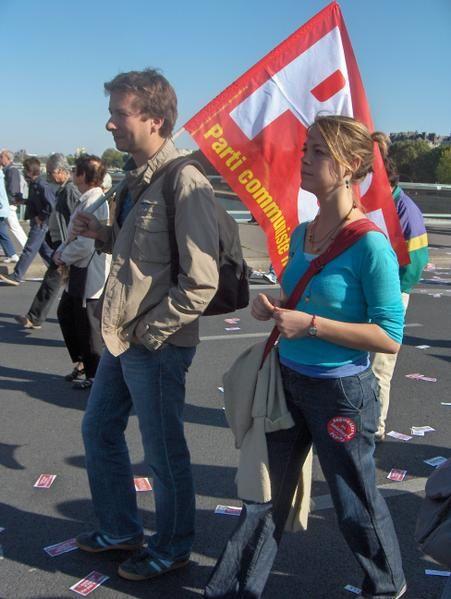 10 000 personnes marchent du MEDEF à l'Élysée, pour les salaires, à l'appel du PCF.