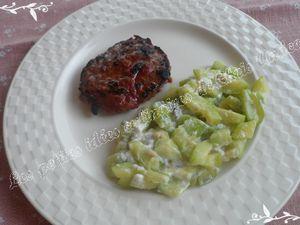 Steak à la tomate et courgettes croquantes à la chèvre