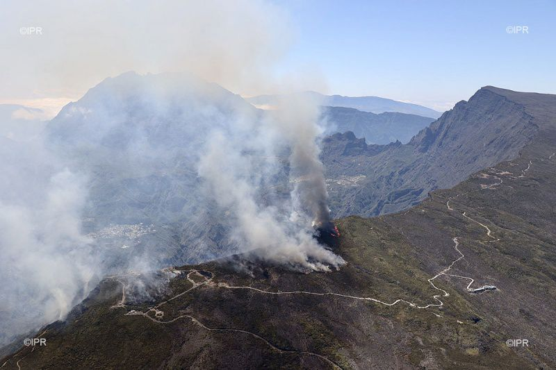 Reunion Island - fires raging vegetation in Maïdo - photo Imazpress 08.11.2020