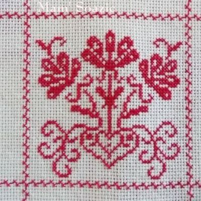 SAL : Plaid Broderie Rouge... Grille  17 / C9