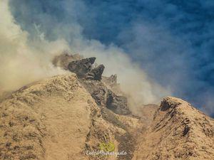 Sinabung - le dôme sous divers points de vues le 11.03.2021 - photos Endro Rusharyanto - un clic pour agrandir les vignettes.