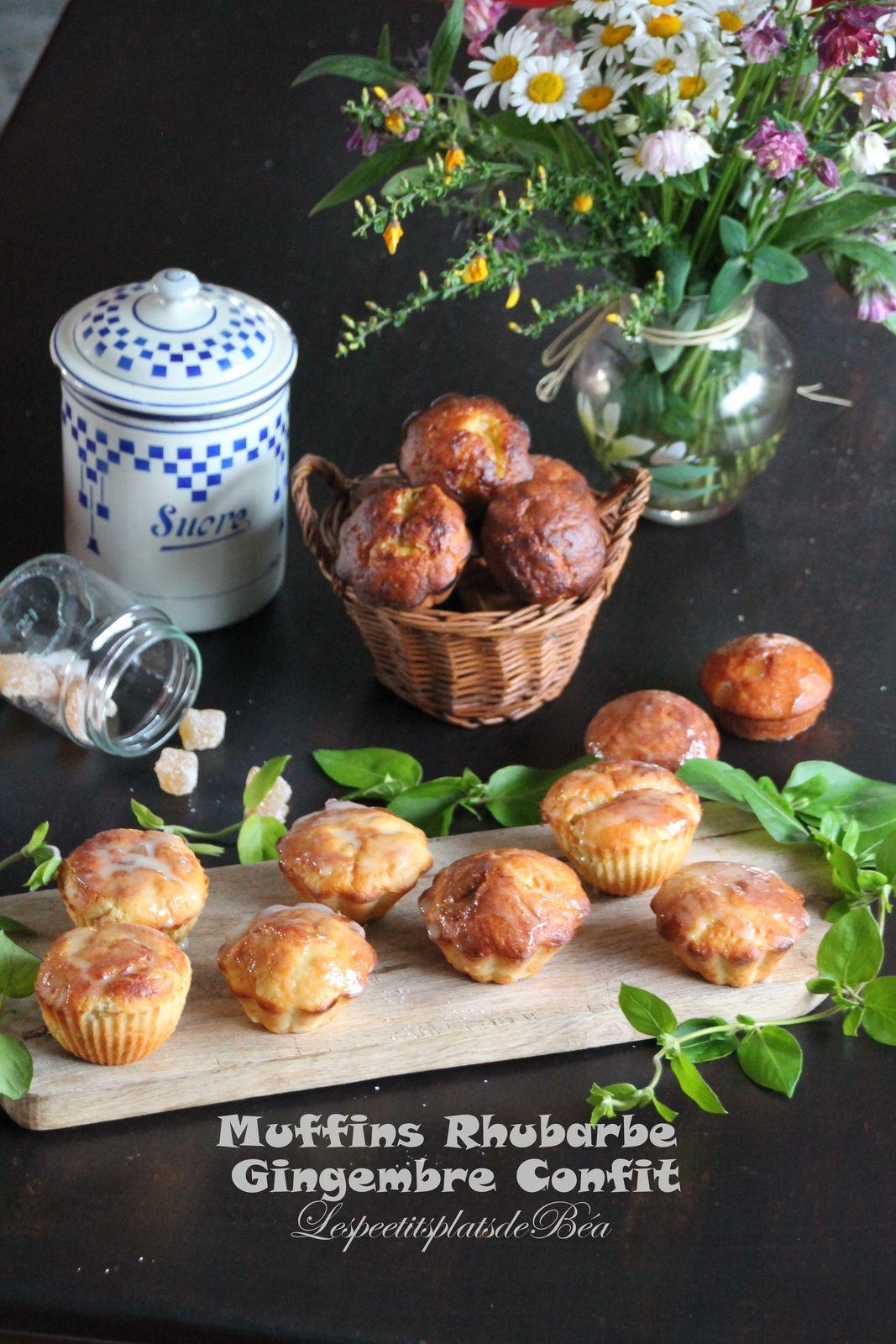 Muffins à la rhubarbe et au gingembre confit