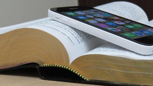 Pape François : si nous traitions la Bible comme notre téléphone portable ?