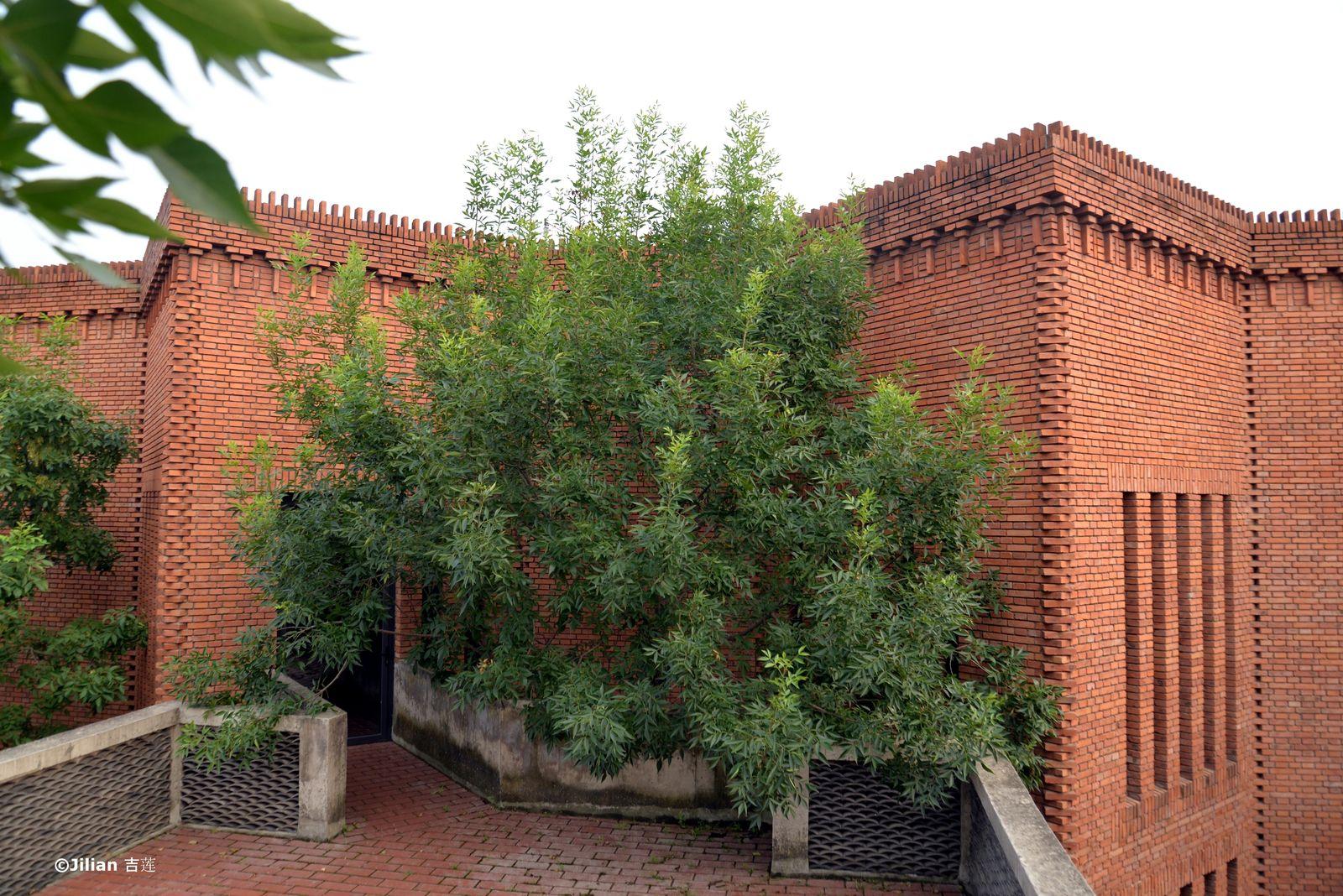 Un temple pour l'art : The Red Brick Museum à Beijing - 北京红砖美术馆 :艺术的庙宇
