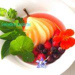 Poires Pochées au Thé et aux Fruits Rouges