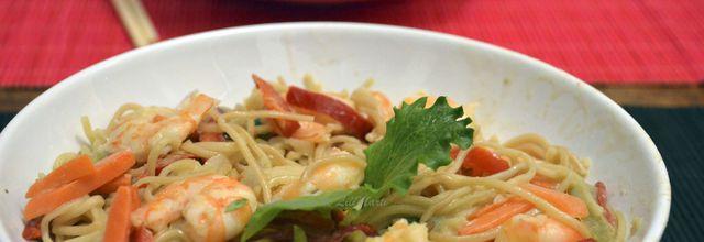 Nouilles asiatiques au curry vert et crevettes