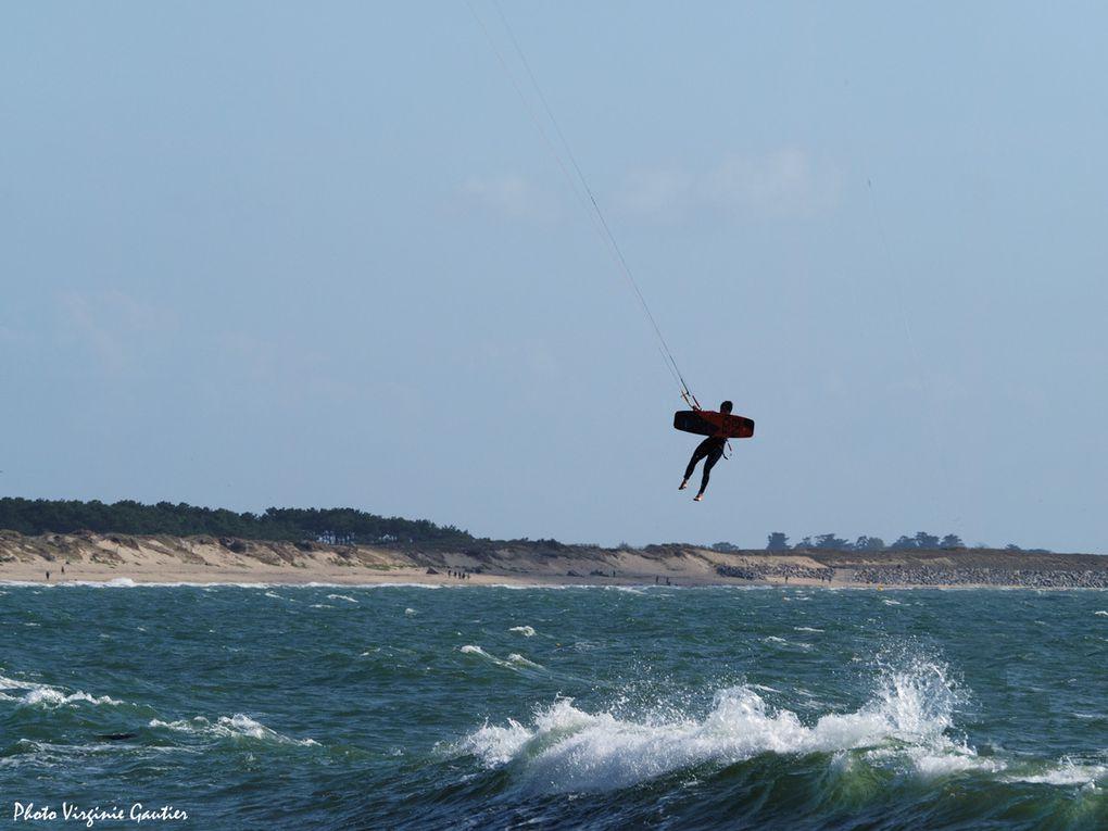 Figures acrobatiques des windsurfeurs - Plage des Bretons