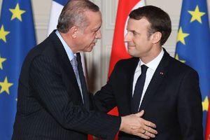 Macron fait du plat au fasciste Erdogan. Un communiqué du PCF et une note critique.