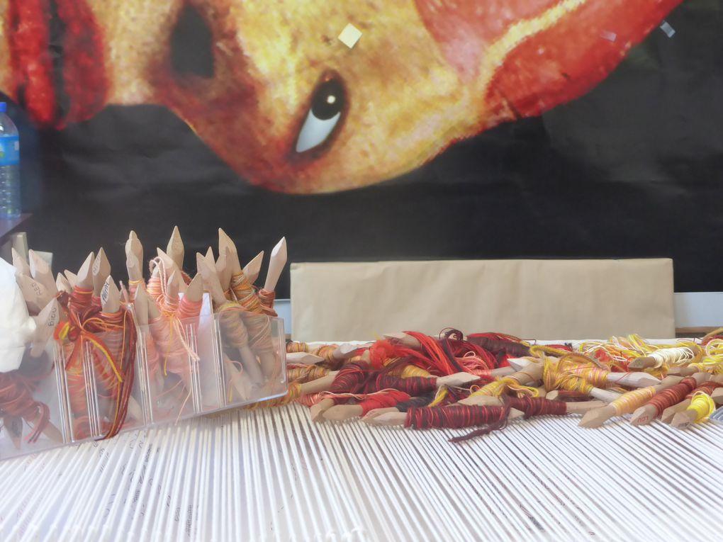 Tapisseries en cours de tissage & nuancier © Photographies Gilles Kraemer, présentation presse mai 2014, Manufacture de Beauvais