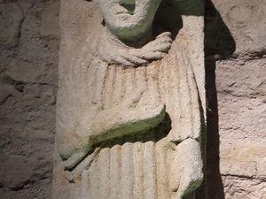 les pierres romanes irradient, les cryptes et les tombes habitent nos villes: Dijon