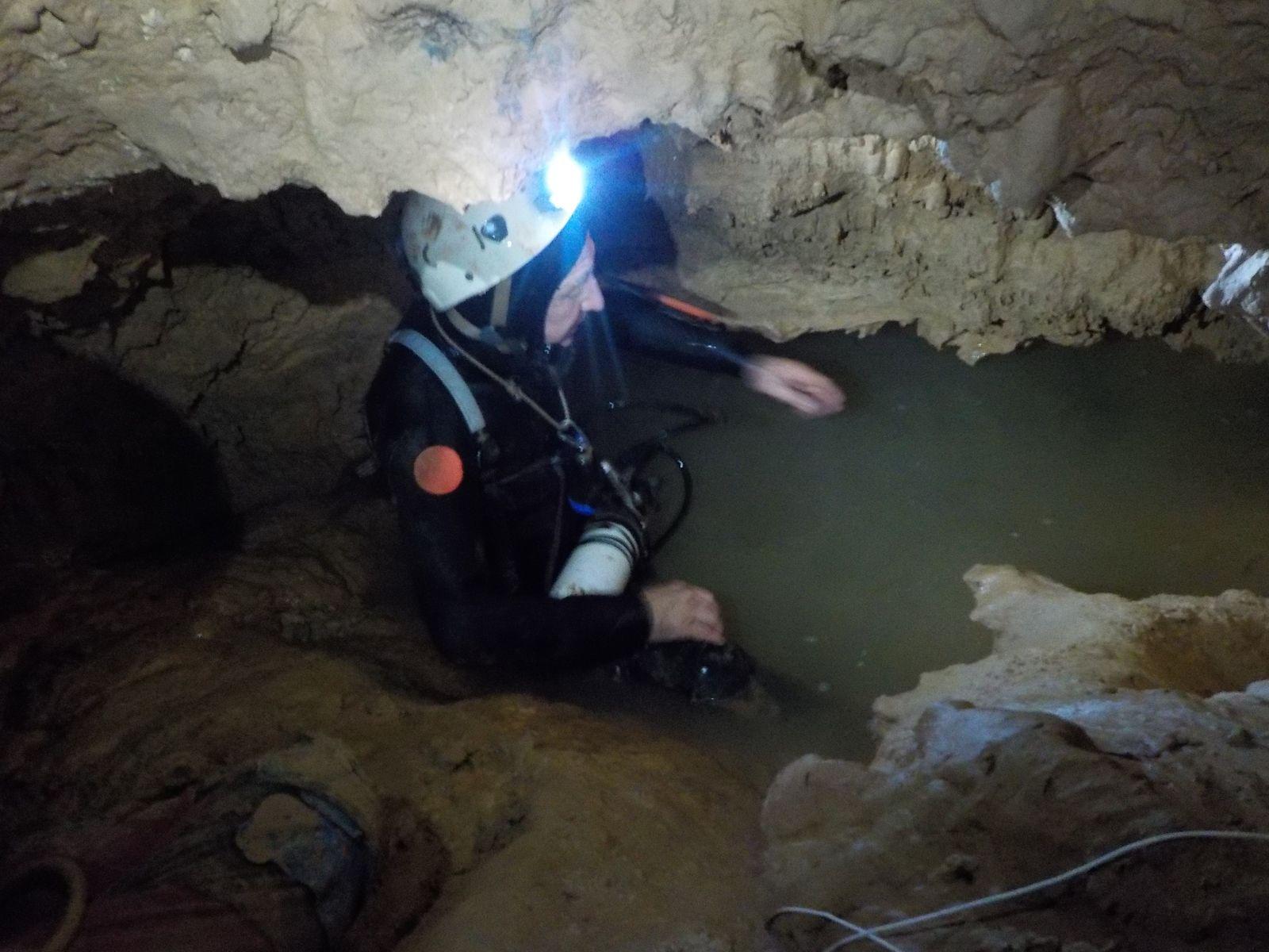 Préparation du matos plongée , l'eau est claire pour la première immersion
