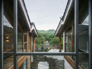 Une ruine transformée en résidence contemporaine
