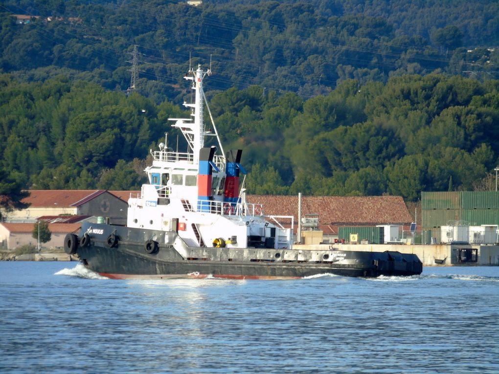 """"""" TSM   MOULIS """" , remorqueur du port de Sète , arrivant à Toulon /la Seyne sur mer le 01 décembre 2018"""
