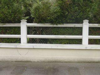 """Plus personne ne fait attention auxclôtures en panneaux de béton pleins ou ajourés, tellement ces éléments font partie du """"paysage"""" de nos banlieues. Ces quelques photos prises au Raincy, dans les communes voisines (et parfois plus"""