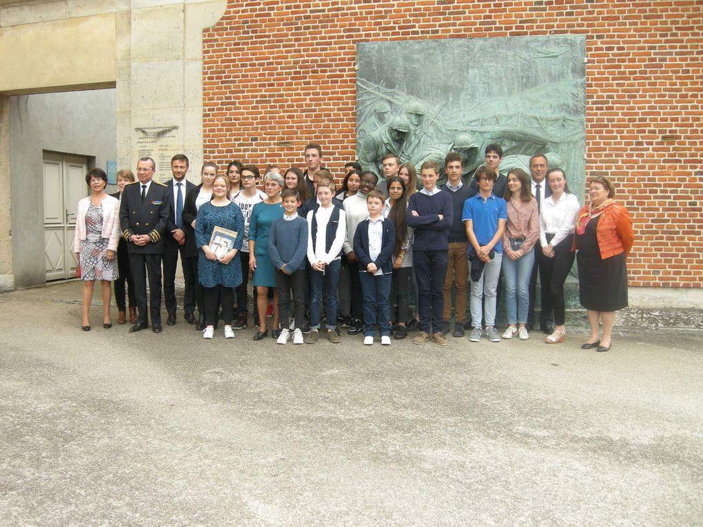 Photo de groupe des lauréats - Monsieur le Préfet de Normandie