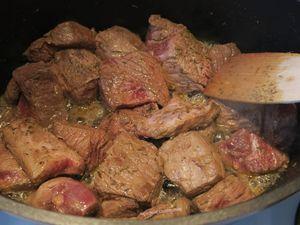 Effiloché de bœuf au vin rouge et carottes