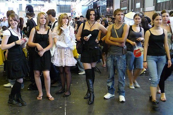 """<font face=""""Arial""""><strong> <p><strong>Défilé Cosplay<br />Festival BD Delcourt, septembre 2007<br /></strong><font face=""""Arial""""><em><a href=""""http://www.maitrepo.com/article-12540994.html"""" target=""""_blank""""><strong>-> Lire l'article associé</strong></a></em></font></p> </strong></font>"""