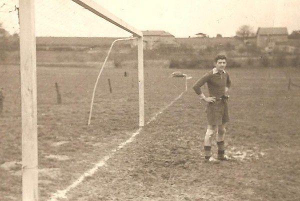 Alex Tondelli défend les filets bioulois vers les années 50.