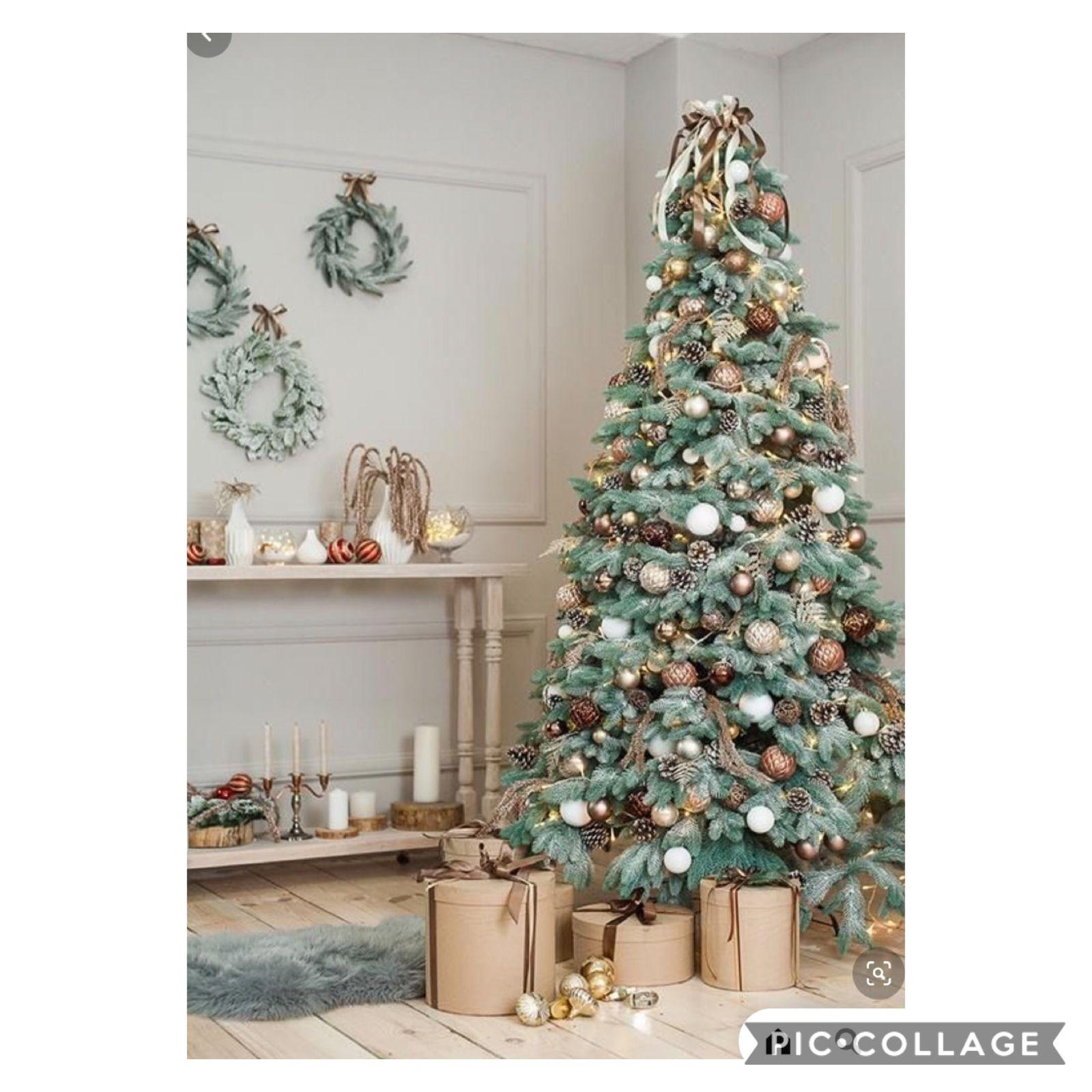 Une multitude de boules de Noel, en camaïeu de blanc, beige, marron font une très belle parure pour ce sapin (source photos pinterest)