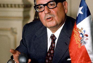 Chili: la famille de l'ex-président Allende veut faire exhumer son corps