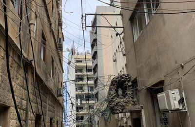 Straordinario segno avvenuto a Beirut: nonostante l'esplosione statua della Beata Vergine resta intatta