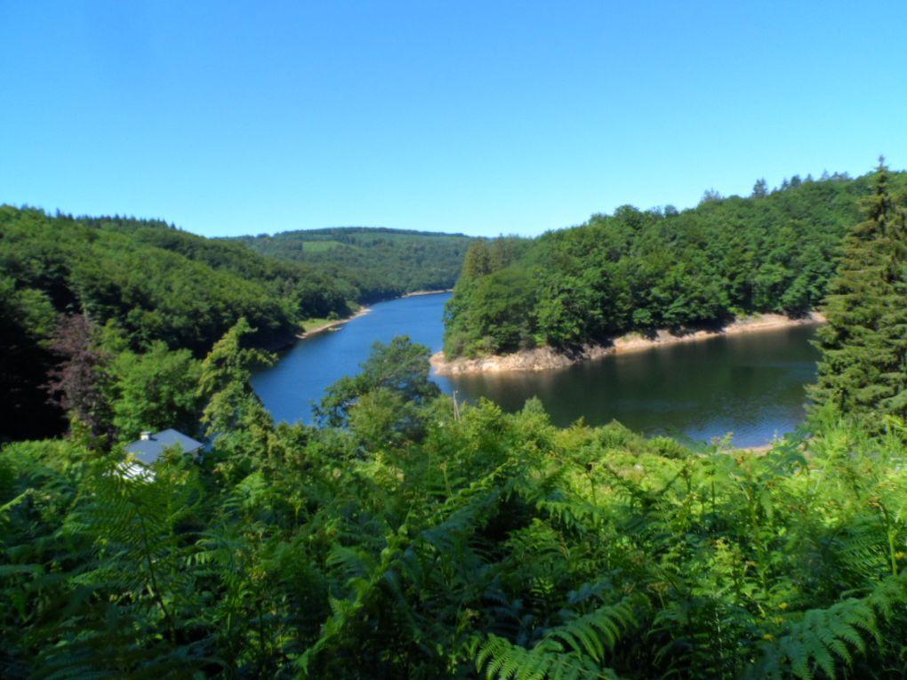 Les vacances dans le Tarn. Gorges du Banquet, lac de Saint Peyres, châteaux de Lastours.