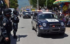 Arriban policías federales en apoyo de seguridad a funcionarios del INE en Tlapa.