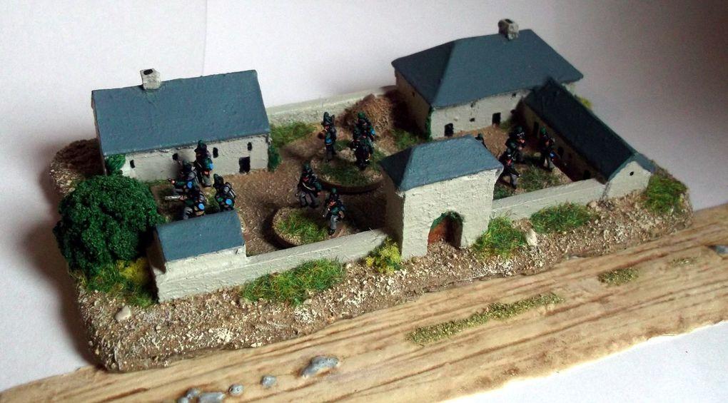 le modèle brut, puis peint, enfin avec le 2ème bataillon de la KGL (figurines 10mm)