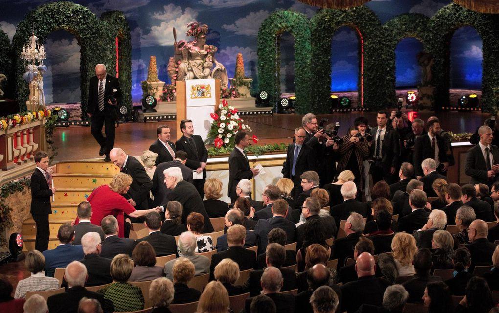 Für den Ministerpräsidenten gab es Standing Ovation, als er in den Saal einzog.