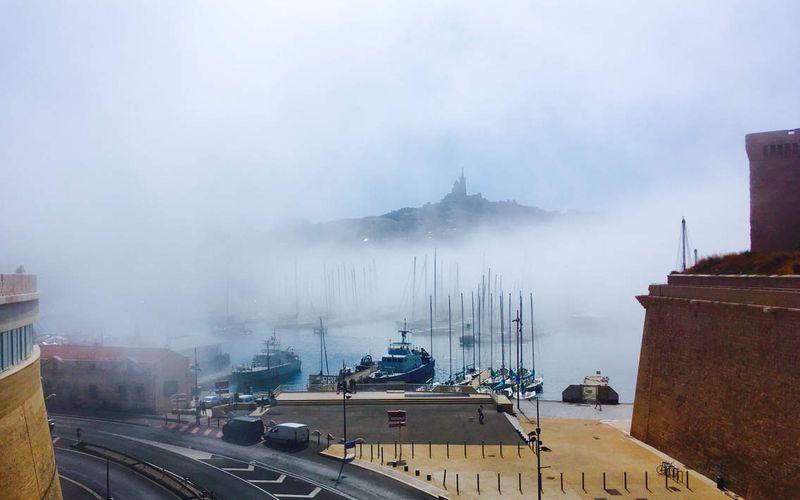 Notre Dame de La Garde sous la brume...