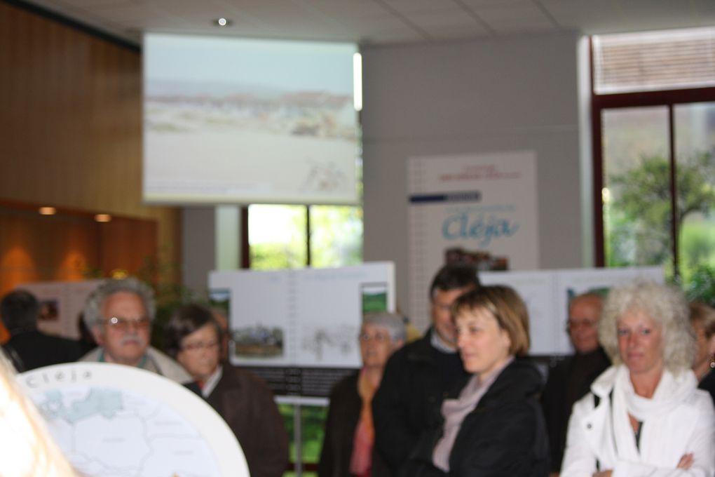 """Vues de l'inauguration de l'exposition """"A la découverte de Cléja"""" lors de son inauguration le 5 mai - Hall de l'Hôtel de Ville."""