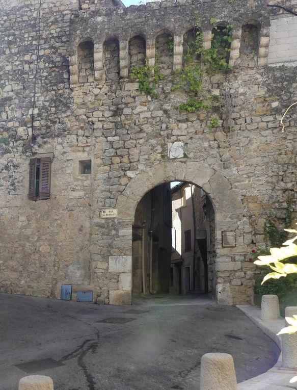 Ruine du château, porte de la Baraque et porte Sarrasine