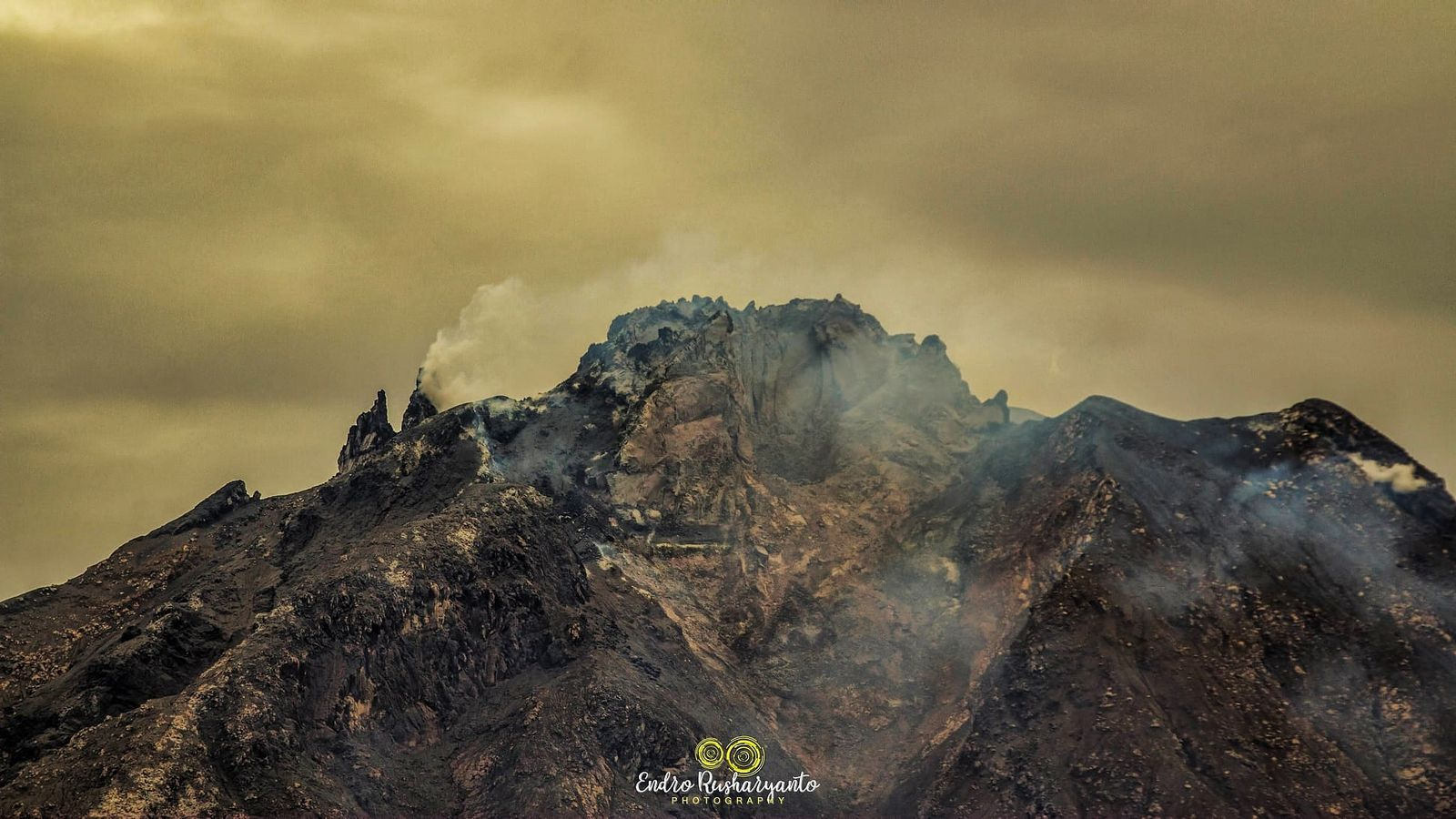 Sinabung - the summit on 06.05.2021 - photo Endro Rusharyanto - one click to enlarge