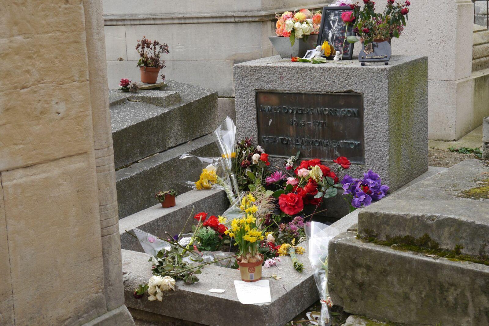 Tombe de James Douglas Morrison au Père Lachaise