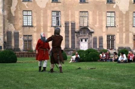 1er août 2007, Château d'Effiat le combat à travers les âges (médiéval avec Soundha Auverhnat, escrime des XVII et XVIIIème siècles avec le cercle Vichissois, duel au pistolet avec Marie de Berry, combat de canne 1900 et boxe française...)