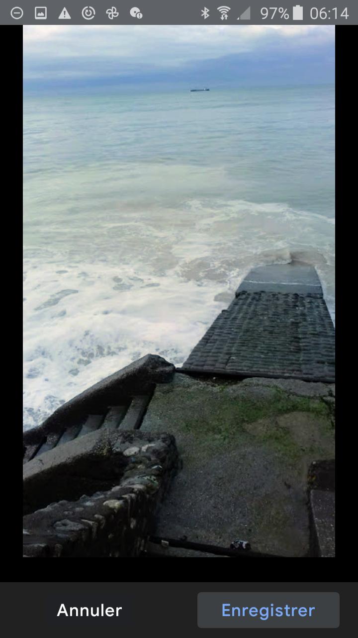 Erosion de  la falaise : force  des flots .......