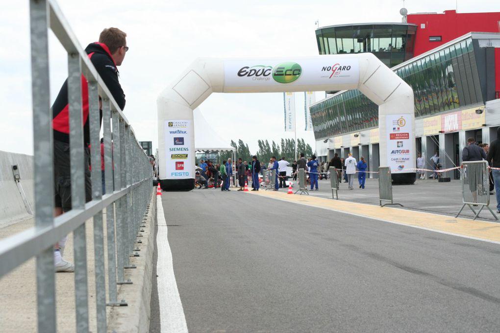 Le Shell-Eco Marathon a déserté le circuit, place à l'Educ-Eco. En plus c'est TIM qui gagne, encore mieux!