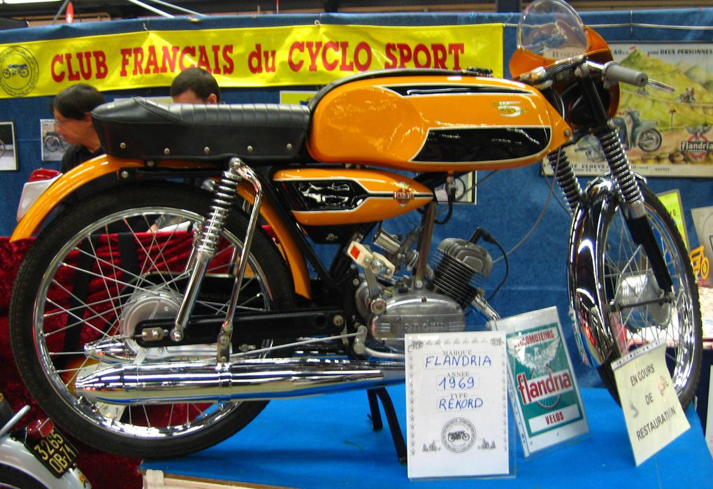 Salon-Moto-Legende-2009-Vincennes la plus grande exposition bourse motos anciennes d'Europe