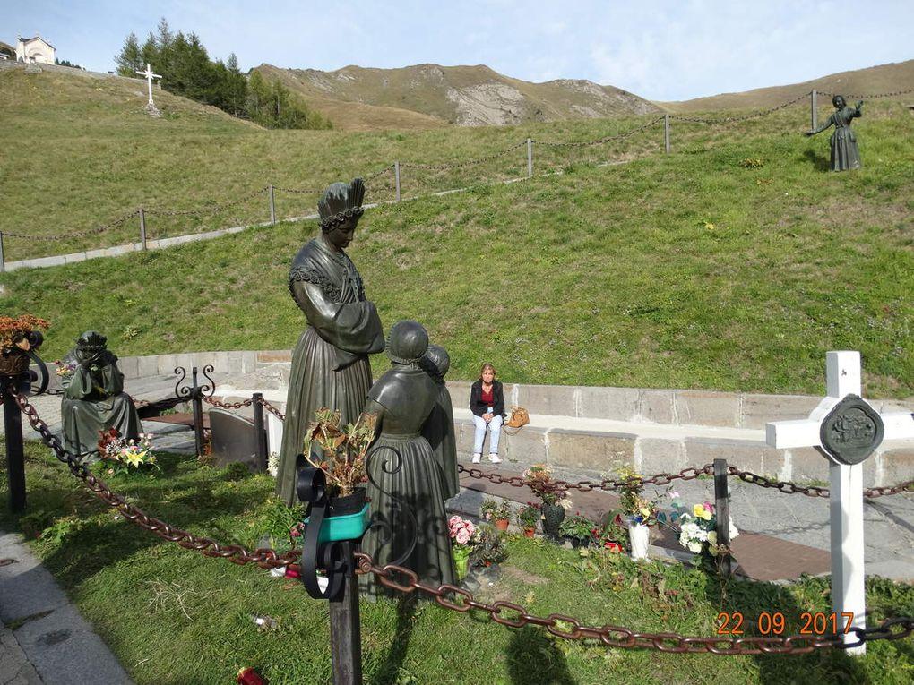 Les statues de Notre dame de la Salette
