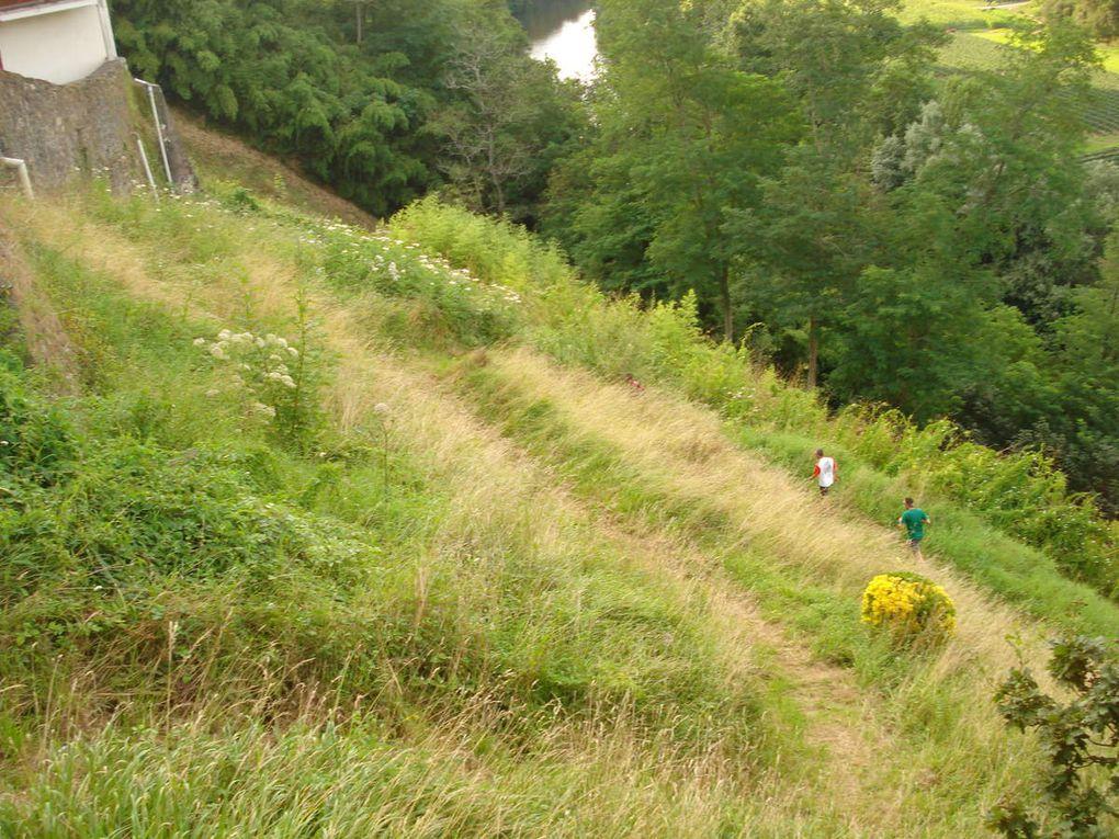 Colline de la Bergerie-Remontée vers l'esplanade de l'Eglise