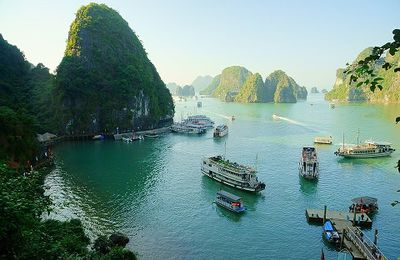 Vietnam Voyage : Croisière de nuit dans la baie d'Halong