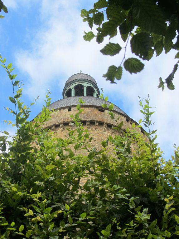 Dans l'ombre du château de Hautefort