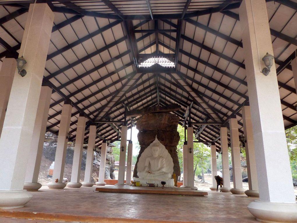 Wat Tham Phra Naluang