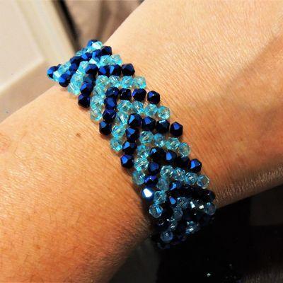 bracelet en perles motif chevron, bleu et turquoise